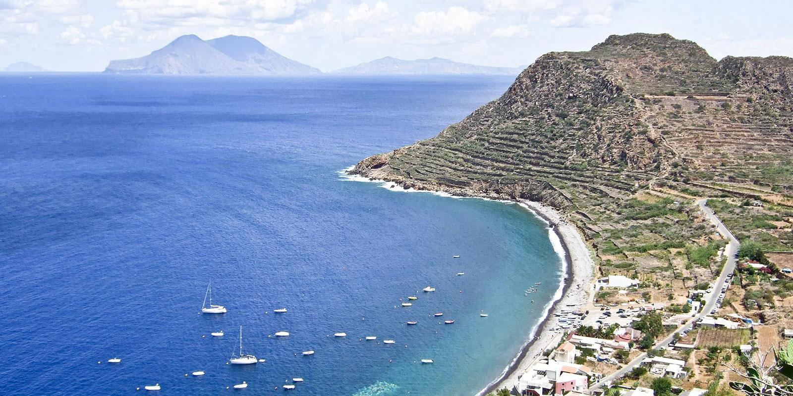 Hotel villa morgana resort spa filicudi alicudi - Bagno punta canna sottomarina ...